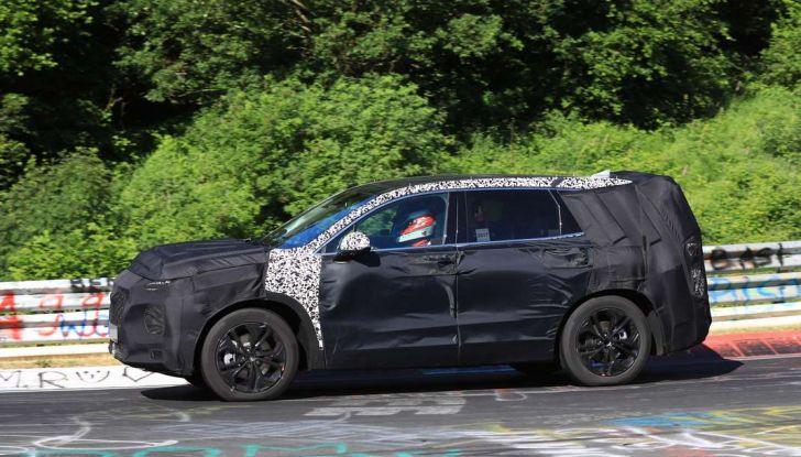 Hyundai Santa Fe 2018, foto e video spia della nuova generazione - Foto 9 di 12