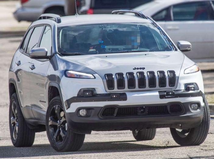 Jeep Cherokee restyling 2018: informazioni e gamma motori - Foto 1 di 21