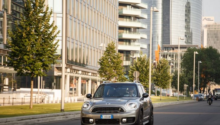 Prova su strada Mini Cooper S E Countryman All4, a voi l'ibrida Plug-In - Foto 5 di 35
