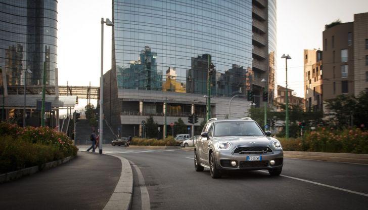 Prova su strada Mini Cooper S E Countryman All4, a voi l'ibrida Plug-In - Foto 6 di 35