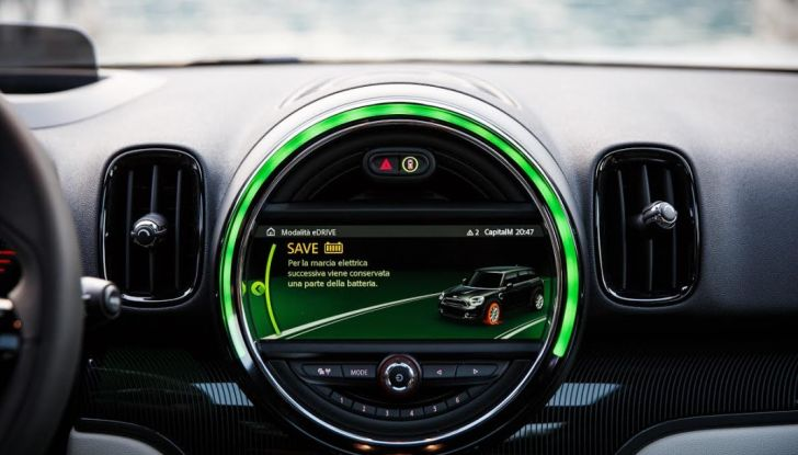 Prova su strada Mini Cooper S E Countryman All4, a voi l'ibrida Plug-In - Foto 24 di 35