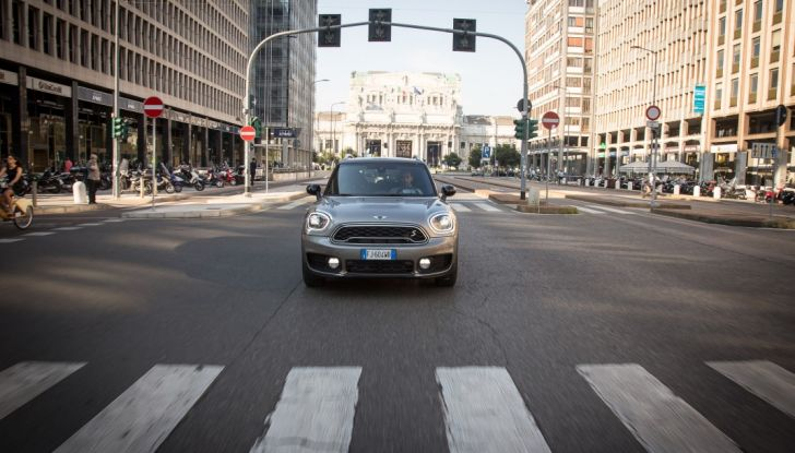Prova su strada Mini Cooper S E Countryman All4, a voi l'ibrida Plug-In - Foto 8 di 35