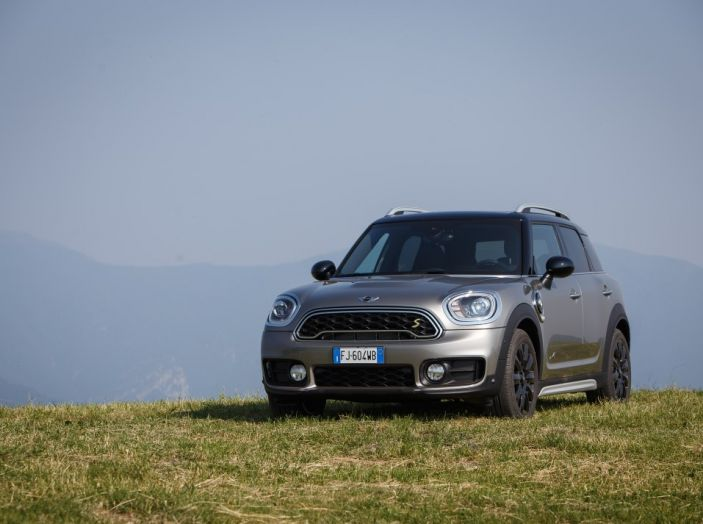 Prova su strada Mini Cooper S E Countryman All4, a voi l'ibrida Plug-In - Foto 12 di 35