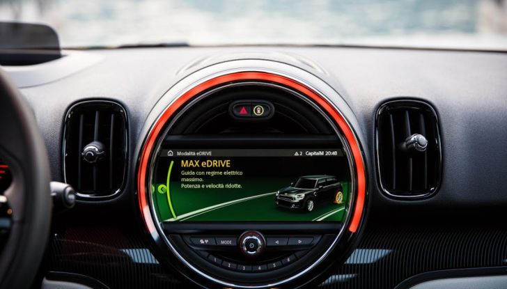 Prova su strada Mini Cooper S E Countryman All4, a voi l'ibrida Plug-In - Foto 25 di 35