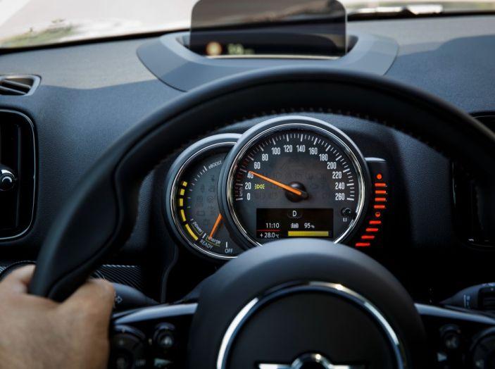 Prova su strada Mini Cooper S E Countryman All4, a voi l'ibrida Plug-In - Foto 18 di 35