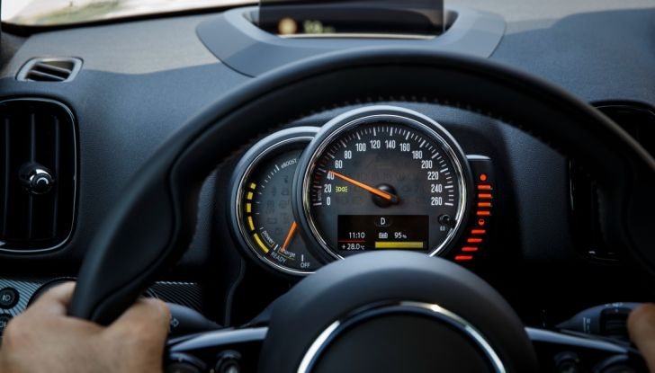 Prova su strada Mini Cooper S E Countryman All4, a voi l'ibrida Plug-In - Foto 18 di 35