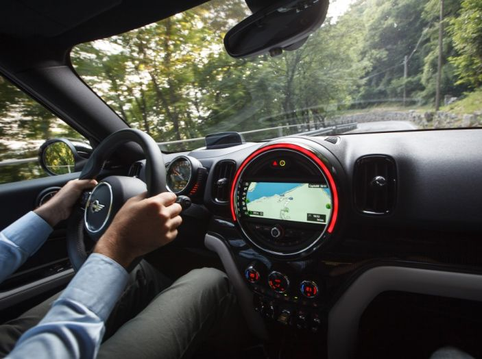 Prova su strada Mini Cooper S E Countryman All4, a voi l'ibrida Plug-In - Foto 19 di 35