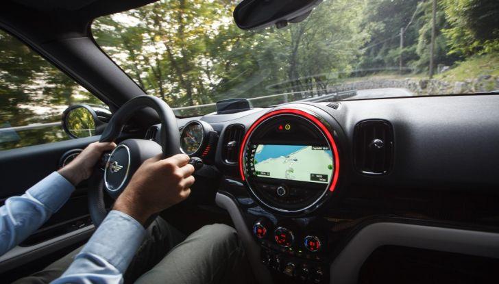 Prova su strada Mini Cooper S E Countryman All4, a voi l'ibrida Plug-In - Foto 19 di 35