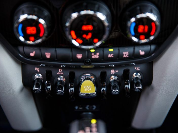 Prova su strada Mini Cooper S E Countryman All4, a voi l'ibrida Plug-In - Foto 21 di 35