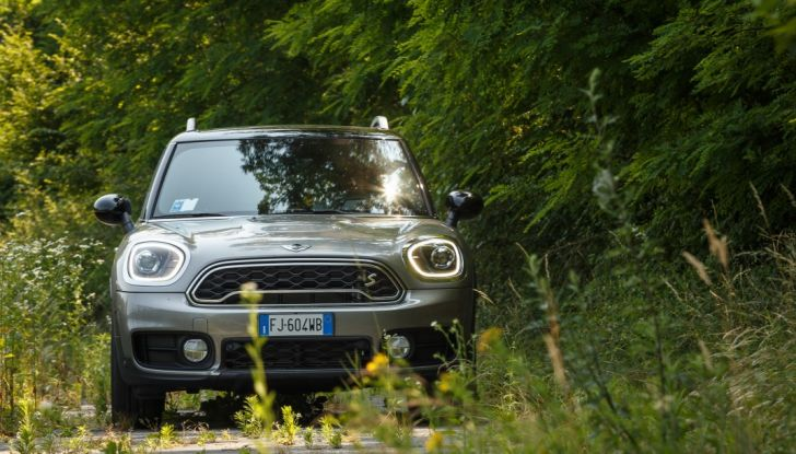 Prova su strada Mini Cooper S E Countryman All4, a voi l'ibrida Plug-In - Foto 27 di 35