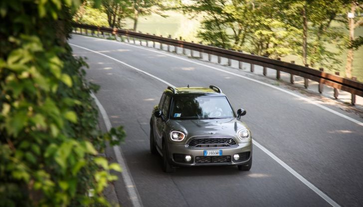 Prova su strada Mini Cooper S E Countryman All4, a voi l'ibrida Plug-In - Foto 29 di 35