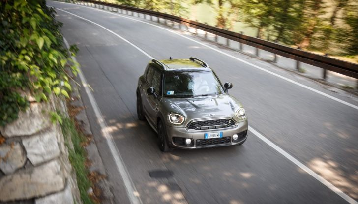 Prova su strada Mini Cooper S E Countryman All4, a voi l'ibrida Plug-In - Foto 30 di 35