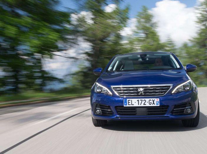Nuova Peugeot 308: test su strada, sistemi di sicurezza, guida assistita e motorizzazioni ecologiche - Foto 17 di 20