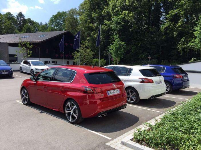 Nuova Peugeot 308: test su strada, sistemi di sicurezza, guida assistita e motorizzazioni ecologiche - Foto 3 di 20