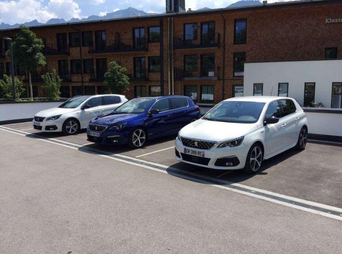 Nuova Peugeot 308: test su strada, sistemi di sicurezza, guida assistita e motorizzazioni ecologiche - Foto 2 di 20