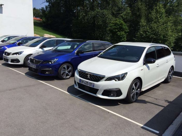 Nuova Peugeot 308: test su strada, sistemi di sicurezza, guida assistita e motorizzazioni ecologiche - Foto 5 di 20