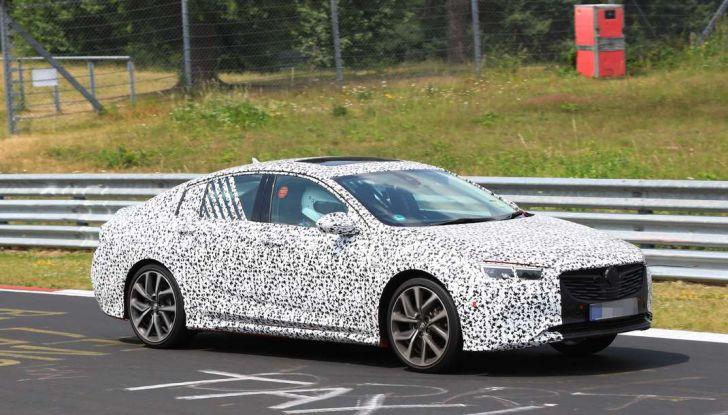 Nuova Opel Insignia OPC, primi test al Nurburgring - Foto 1 di 6