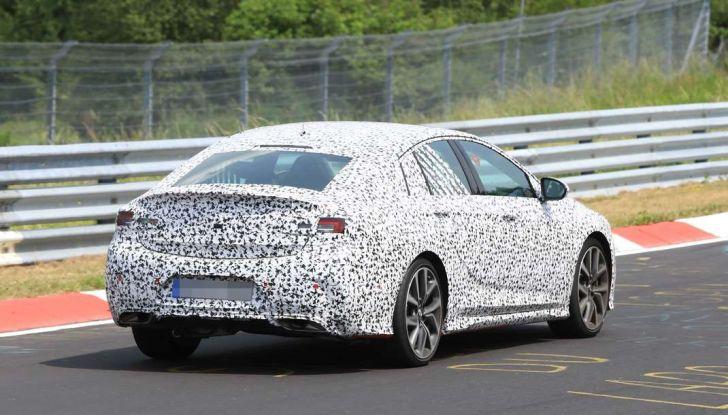 Nuova Opel Insignia OPC, primi test al Nurburgring - Foto 3 di 6