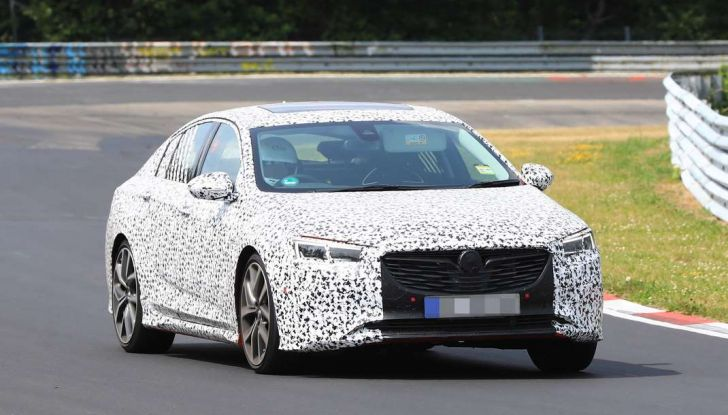 Nuova Opel Insignia OPC, primi test al Nurburgring - Foto 2 di 6