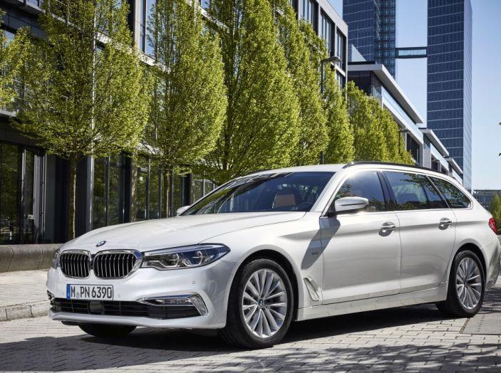 Nuova BMW Serie 5 Touring: Business Class su quattro ruote - Foto 3 di 31