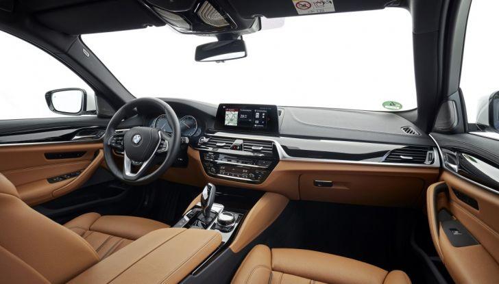 Nuova BMW Serie 5 Touring: Business Class su quattro ruote - Foto 4 di 31