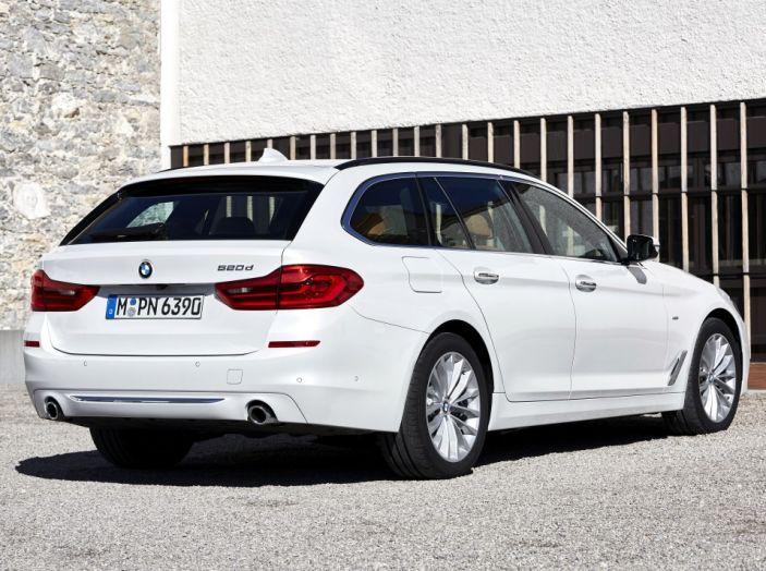 Nuova BMW Serie 5 Touring: Business Class su quattro ruote - Foto 19 di 31