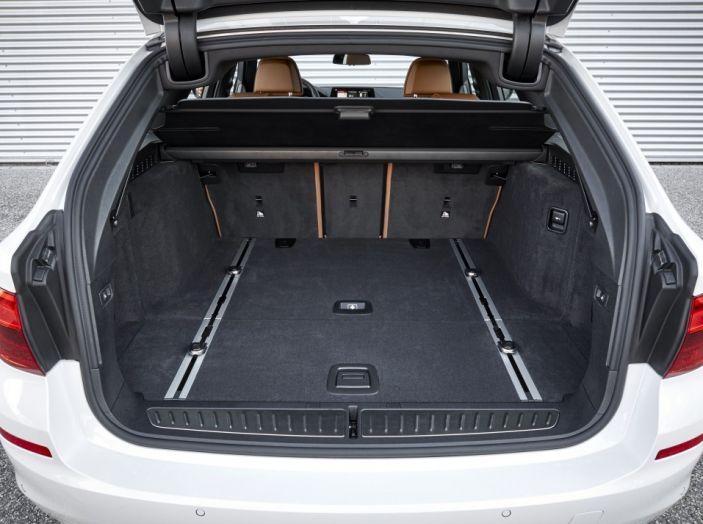 Nuova BMW Serie 5 Touring: Business Class su quattro ruote - Foto 21 di 31