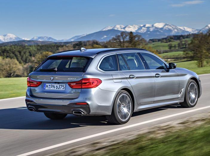 Nuova BMW Serie 5 Touring: Business Class su quattro ruote - Foto 2 di 31