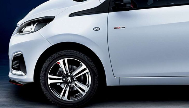 Peugeot 108 GT Line, allestimento sportivo per la citycar francese - Foto 3 di 10