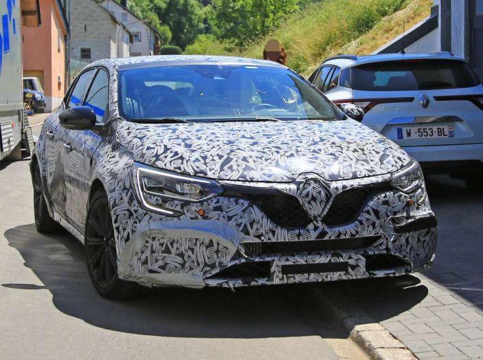 Renault Megane RS MY 2018: i test su strada della hatchback sportiva - Foto 7 di 24