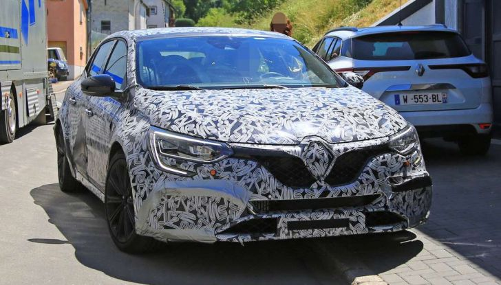 Renault Megane RS Trophy-R, nuovo record al Nordschleife - Foto 7 di 24