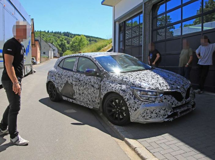Renault Megane RS MY 2018: i test su strada della hatchback sportiva - Foto 9 di 24