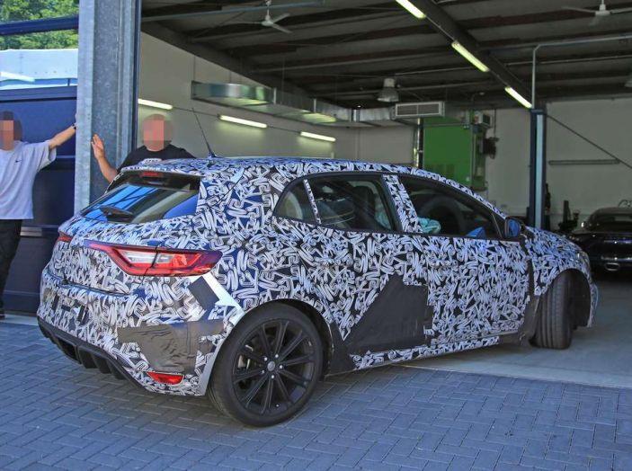 Renault Megane RS MY 2018: i test su strada della hatchback sportiva - Foto 10 di 24