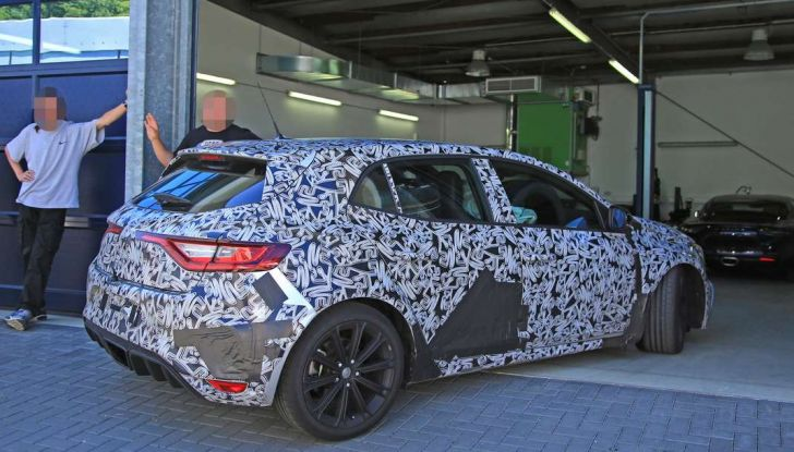 Renault Megane RS Trophy-R, nuovo record al Nordschleife - Foto 10 di 24