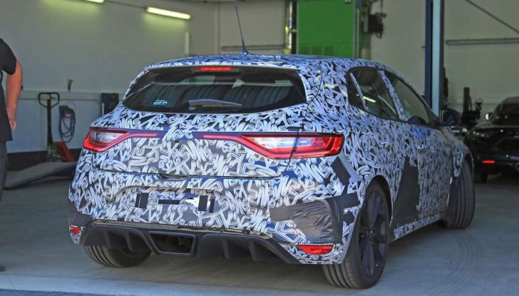 Renault Megane RS Trophy-R, nuovo record al Nordschleife - Foto 11 di 24