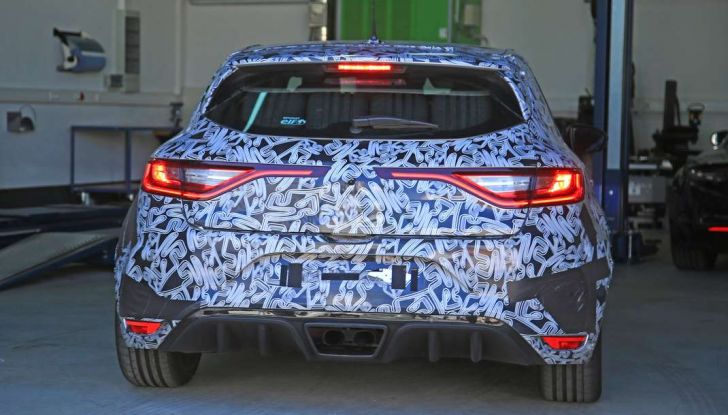 Renault Megane RS Trophy-R, nuovo record al Nordschleife - Foto 12 di 24