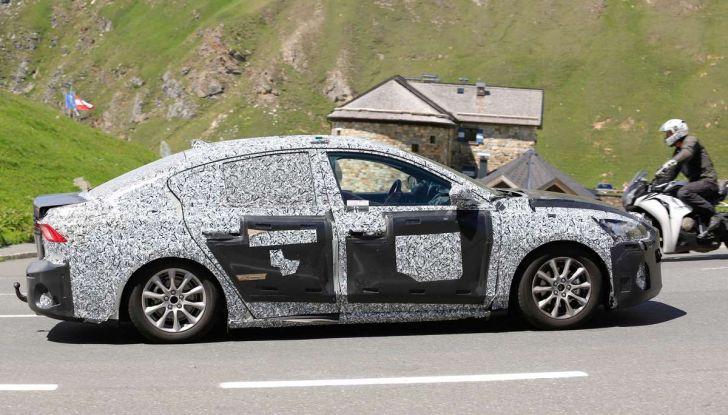 Ford Focus 2018, foto spia della quarta generazione - Foto 20 di 23