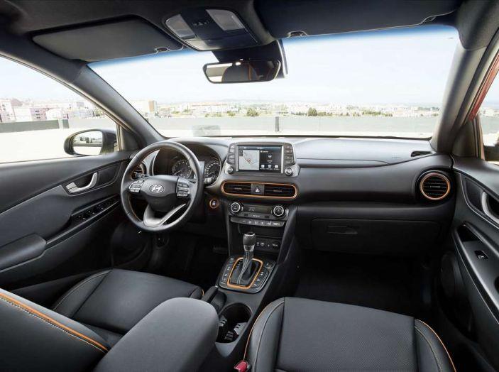 Hyundai Kona, dettagli e caratteristiche del nuovo SUV - Foto 11 di 21