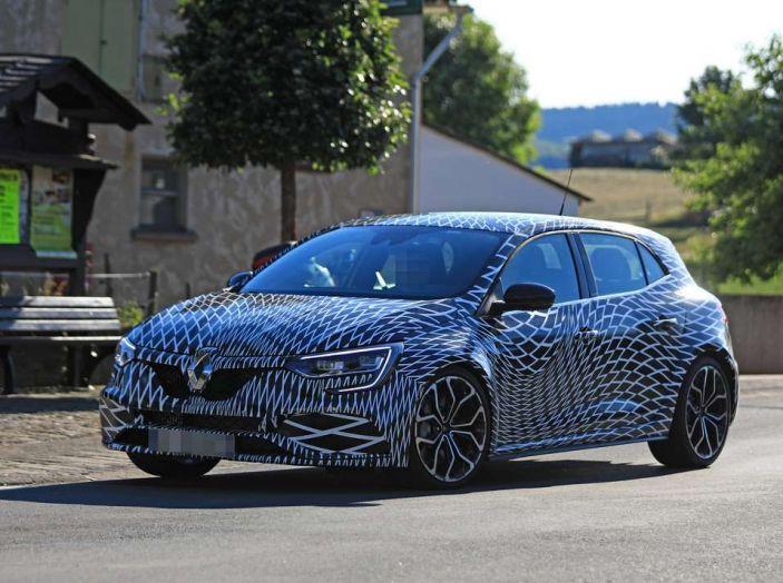 Renault Megane RS MY 2018: i test su strada della hatchback sportiva - Foto 4 di 24