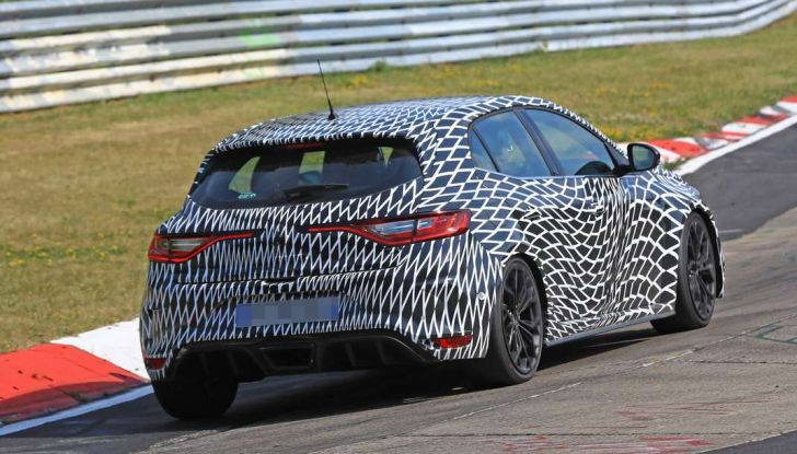 Renault Megane RS Trophy-R, nuovo record al Nordschleife - Foto 22 di 24