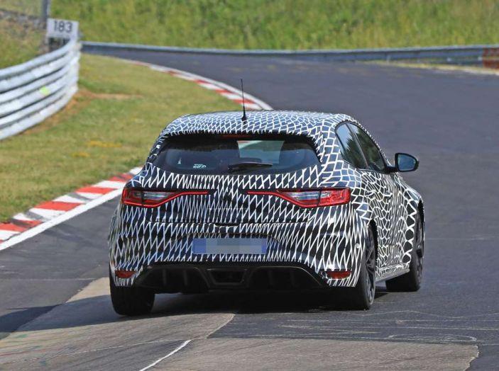 Renault Megane RS MY 2018: i test su strada della hatchback sportiva - Foto 23 di 24