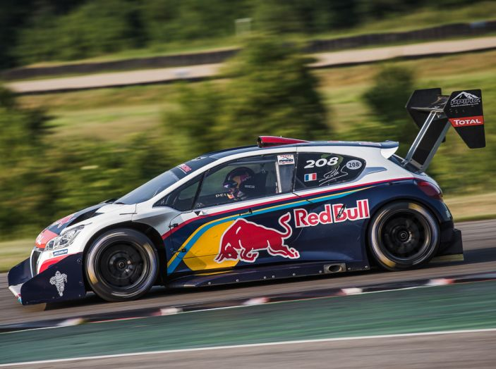 Sebastien Loeb e la Peugeot 208 T16 Pikes Peak star delle Grandes Heures Automobiles - Foto 2 di 3