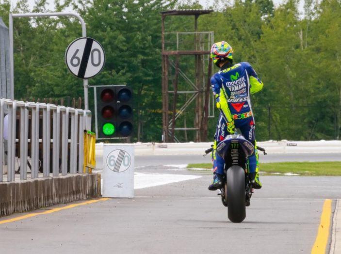 Valentino Rossi, frattura tibia e perone in allenamento: stagione finita - Foto 8 di 14