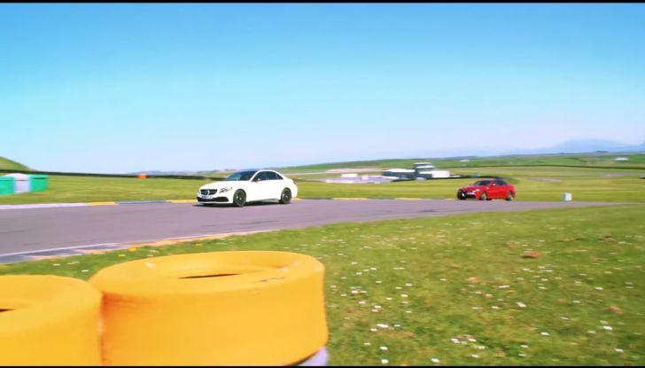 Alfa Romeo Giulia: un guasto nella sfida contro BMW M3 e Mercedes C63 AMG - Foto 13 di 29