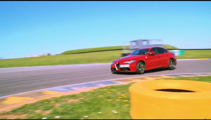 Alfa Romeo Giulia: un guasto nella sfida contro BMW M3 e Mercedes C63 AMG - Foto 1 di 29