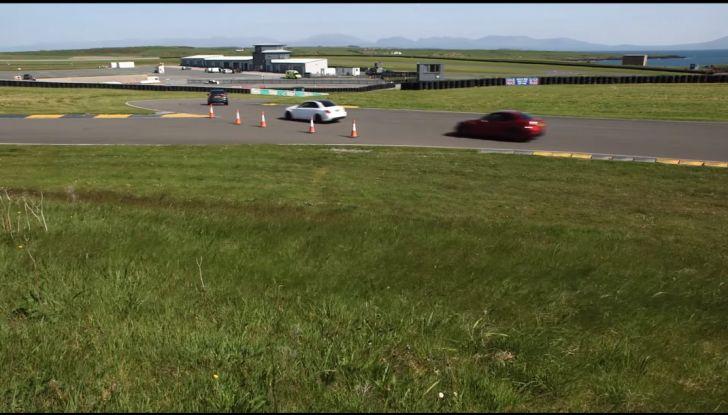 Alfa Romeo Giulia: un guasto nella sfida contro BMW M3 e Mercedes C63 AMG - Foto 19 di 29