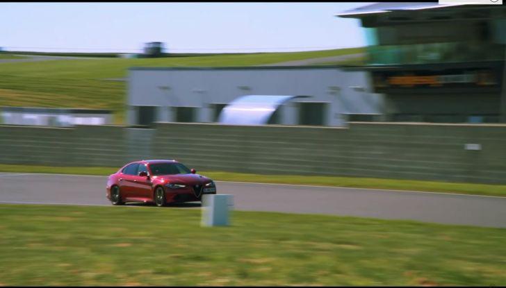 Alfa Romeo Giulia: un guasto nella sfida contro BMW M3 e Mercedes C63 AMG - Foto 21 di 29