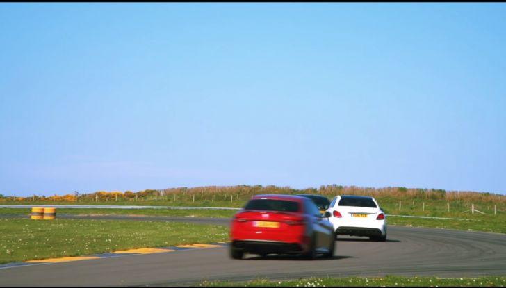 Alfa Romeo Giulia: un guasto nella sfida contro BMW M3 e Mercedes C63 AMG - Foto 5 di 29