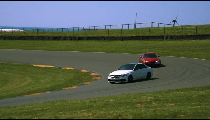Alfa Romeo Giulia: un guasto nella sfida contro BMW M3 e Mercedes C63 AMG - Foto 3 di 29