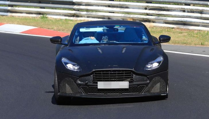 Aston Martin DB11 S, proseguono i test in pista - Foto 3 di 14